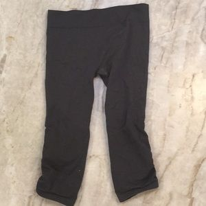 ivivva grey cropped leggings size 12